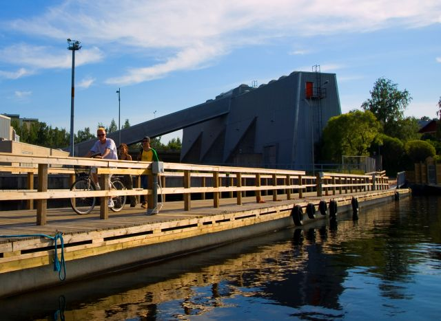 Raskasponttonilaituri, Tampere.jpg